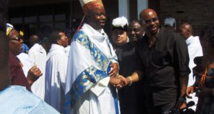 1200px-Bishop_Callistus_Onaga_after_Igbo_Mass_at_Our_Lady_of_Lourdes_Parish,_Sacramento,_CA[1]