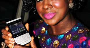 Actress+Susan+Peters+shows+off+her+2422C+500+Black+Berry+Porsche[1]
